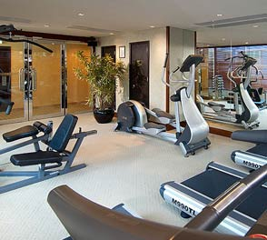 Modern gym facilities in luxury apartments of kolkata